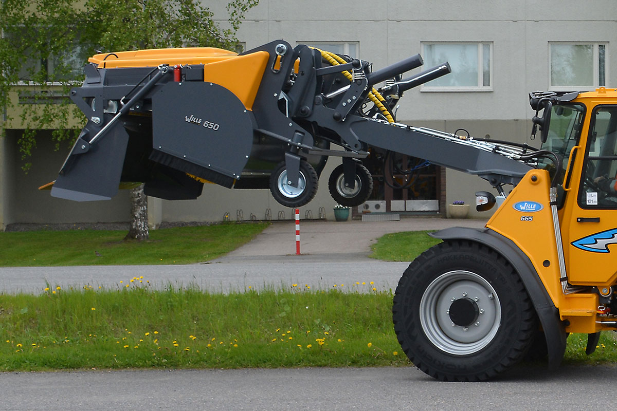 HELVE MUNICIPAL – collectingsweeper650_w665_emptying_the_sweeper